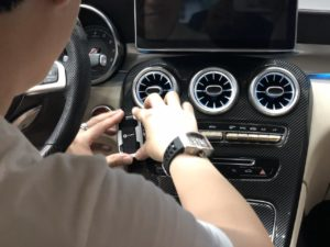 Lắp cảm biến áp suất lốp Fobo Tire trên Mercedes C Class