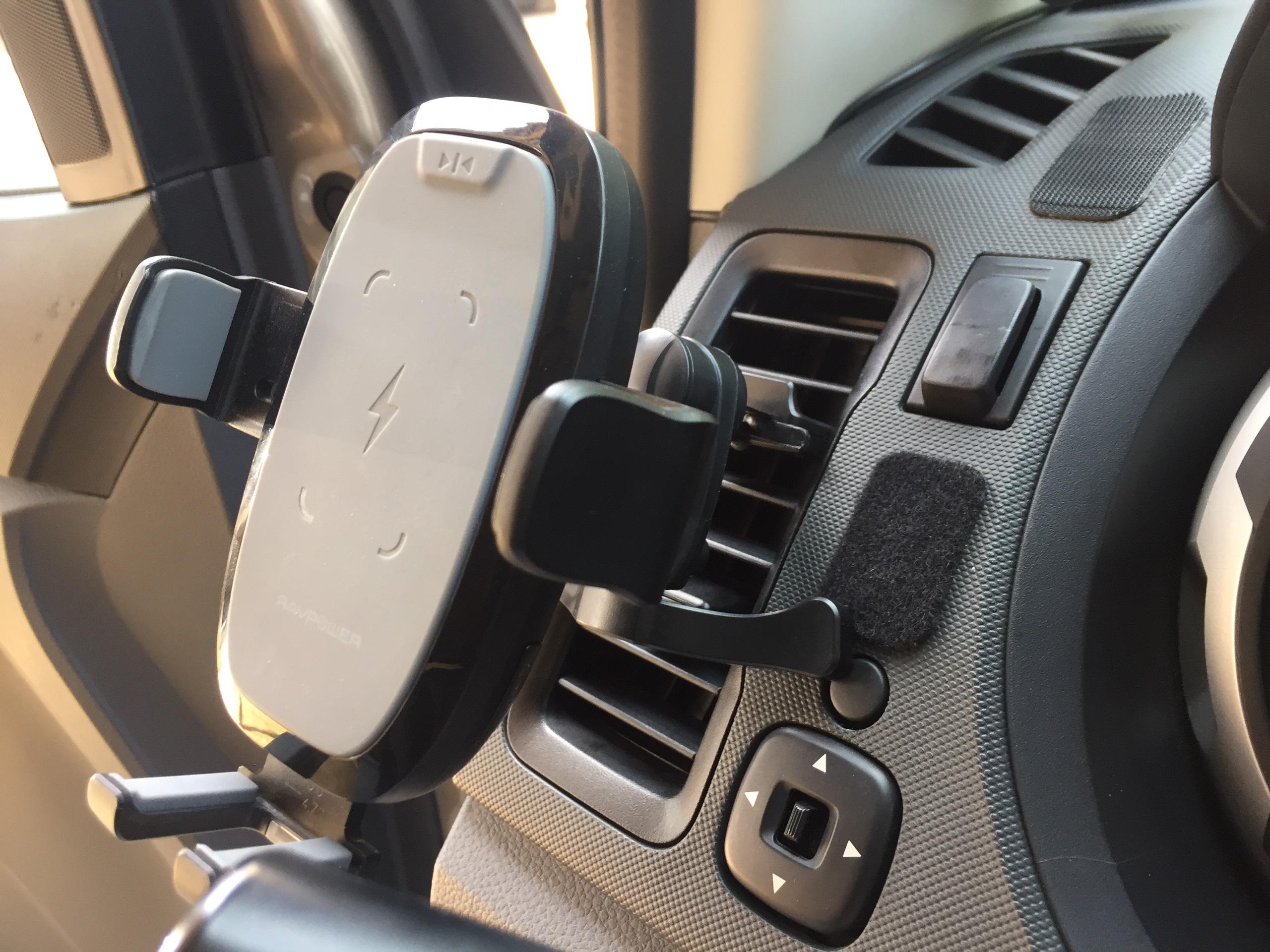 giá giữ điện thoại ô tô cửa gió