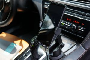 Giá đỡ điện thoại kiêm sạc không dây RAVPower Mỹ