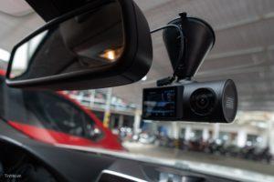 Camera hành trình quay bên trong xe