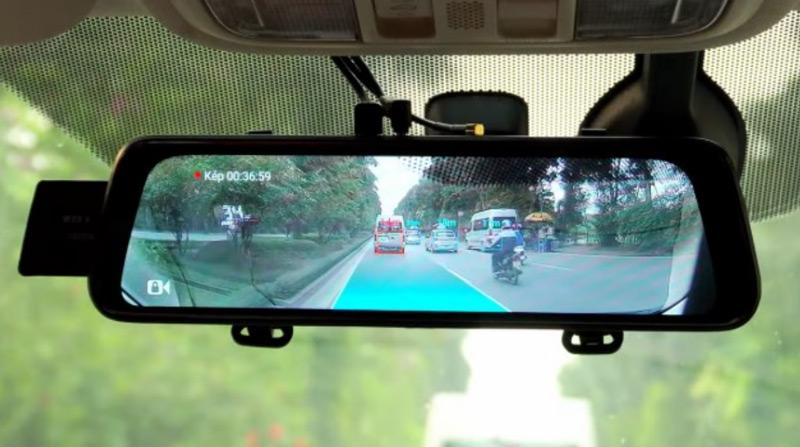 Có nên lắp camera hành trình gương chiếu hậu không?